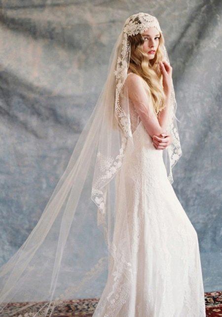 Свадебное платье в стиле рустик с фатой