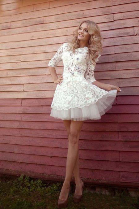 Кружевное свадебное молодежное платье