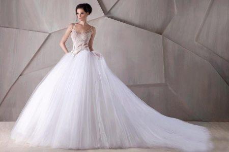 Свадебное платье со шлейфом из шифона
