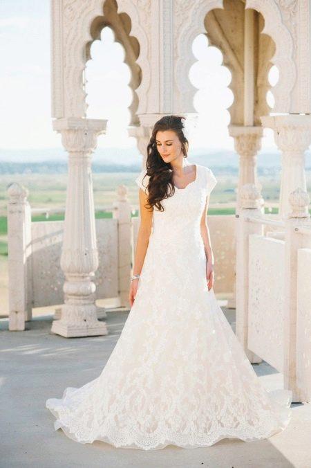 Закрытое свадебное платье для венчания