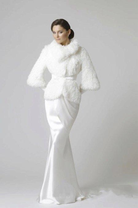 Свадебное платье с меховой шубкой для венчания