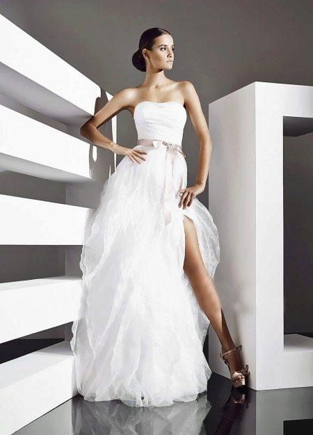 Свадебное платье от Amour Bridal с разрезом