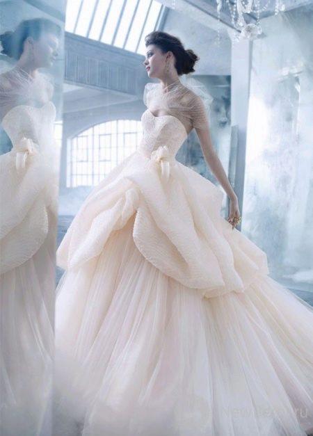 Свадебное платье абстрактной формы