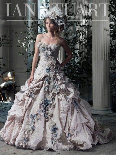 Свадебное платье от Ian Stuart с цветами