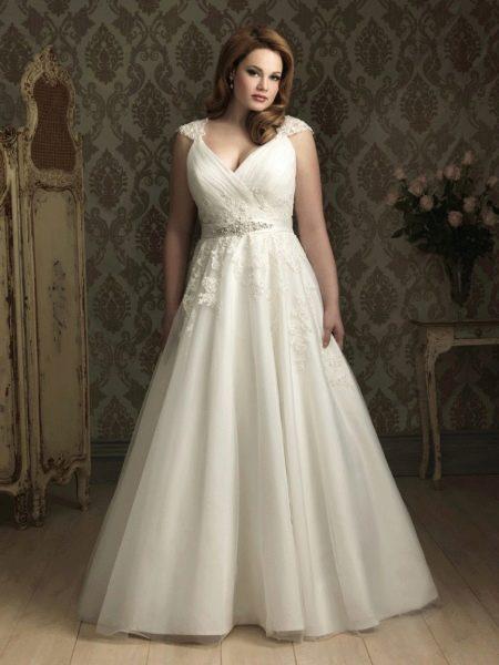 Свадебное пышное платье для невест с фигурой яблоко