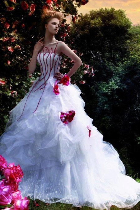 Свадебное платье с полосами на корсете