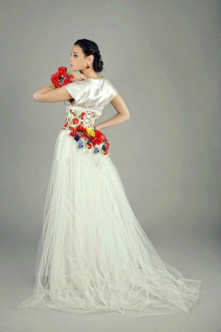 Свадебное платье с красными вставками на платье