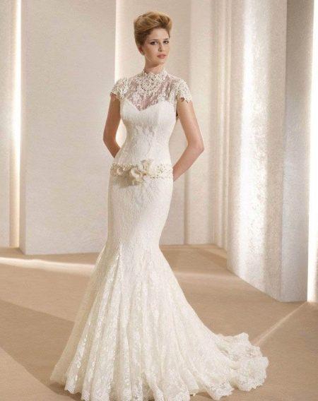 Свадебное платье с закрытой шеей, плечами и декольте