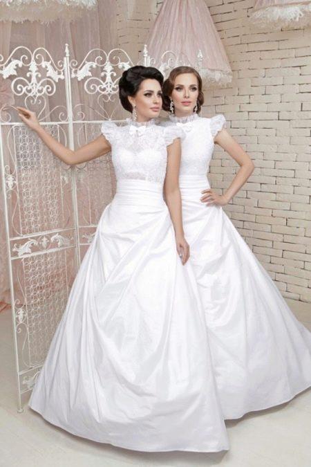 Свадебное винтажное платье с закрытым верхом