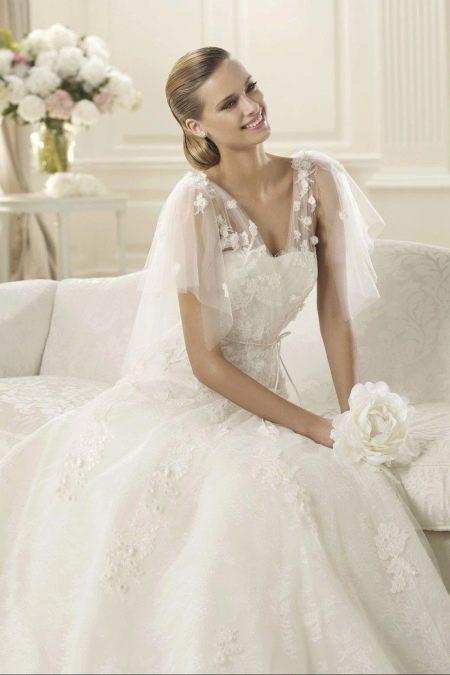 Ажурное свадебное платье с закрытым верхом