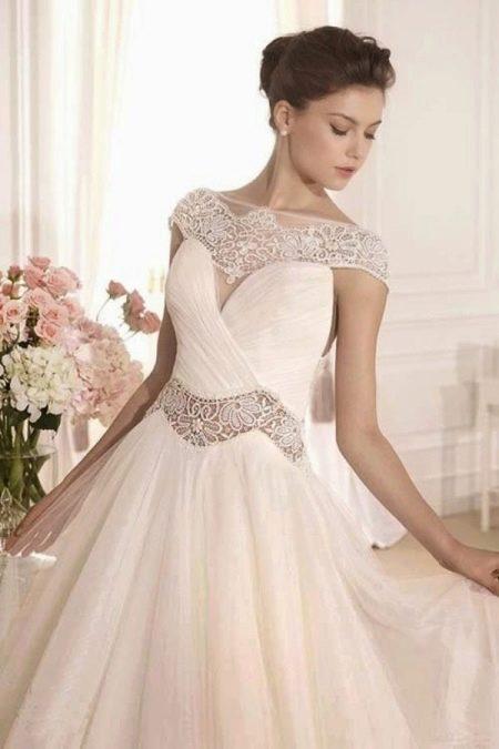 Свадебное платье с ажурными вставками