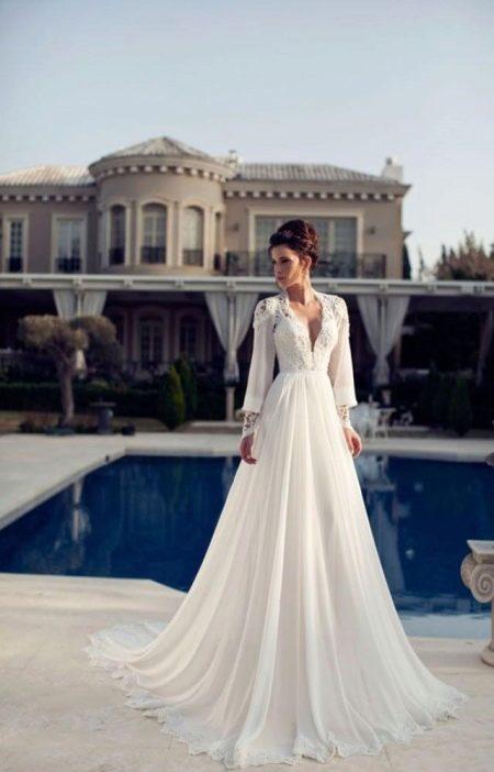 Свадебное платье с закрытыми плечами и руками
