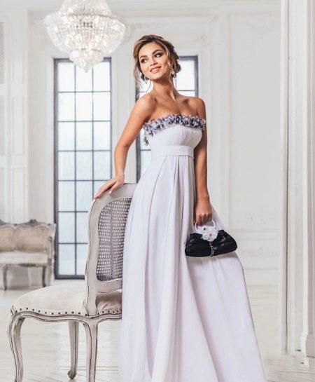 Свадебное платье ампир, декорированное цветами