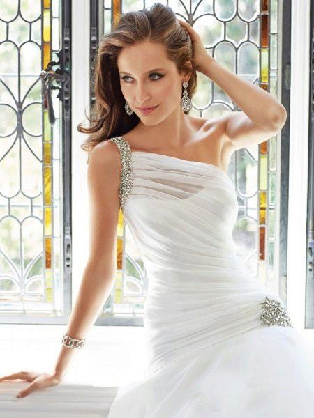 Свадебное платье на одно плечо ампир