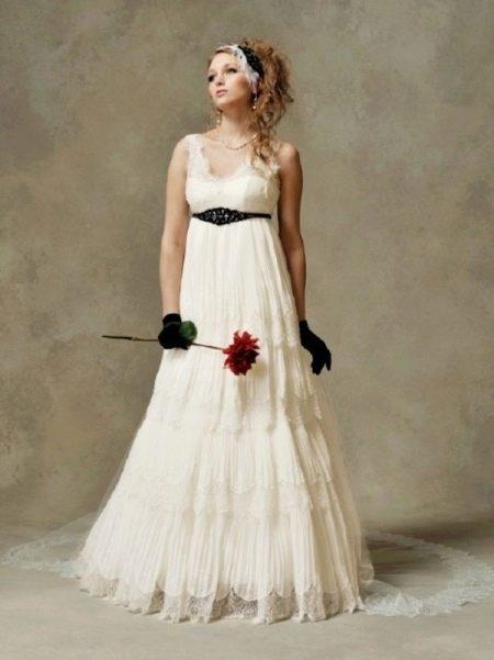 Свадебное платье в стиле ампир с перчатками