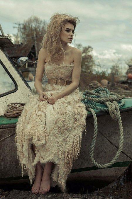 Свадебное платье из шерсти и шелка