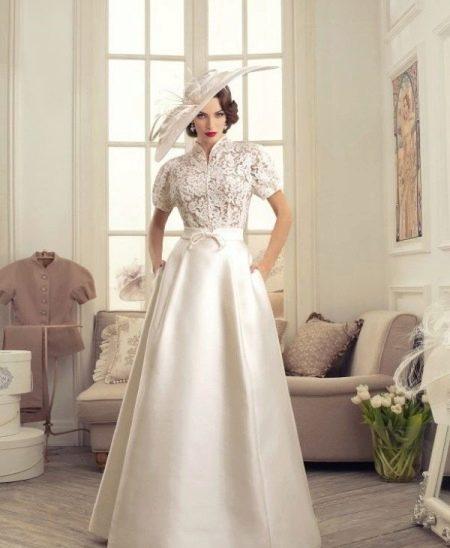 Винтажное свадебное платье с гипюровым верхом