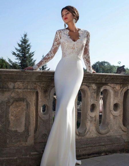 Атласное платье свадебное с кружевом футляр