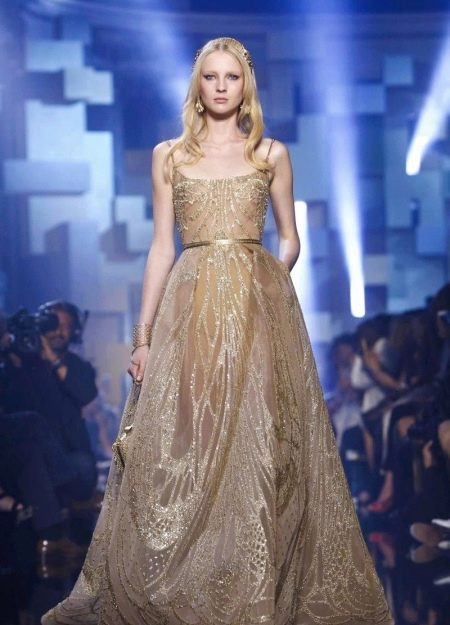 Бежевое пышное платье от Эли Сааб