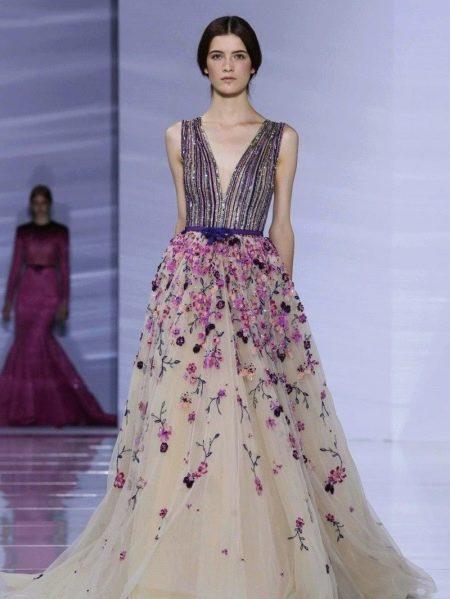 Вечернее бежевое платье в сочетании  с фиолетовым