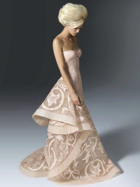Вечернее платье бежевое с кружевом
