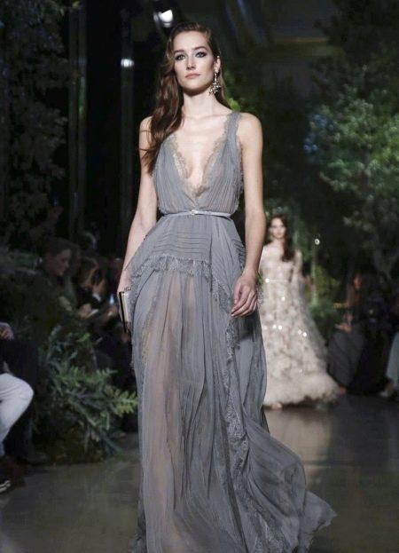 Вечернее платье от Elie Saab с глубоким вырезом