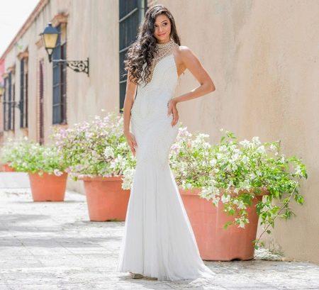 Белое вечернее платье от Джовани с бусинами