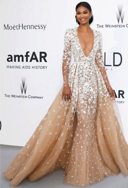 Знаменитость в вечернем платье от Zuhair Murad