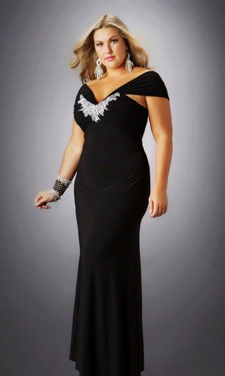 Вечернее черное платье для полных женщин