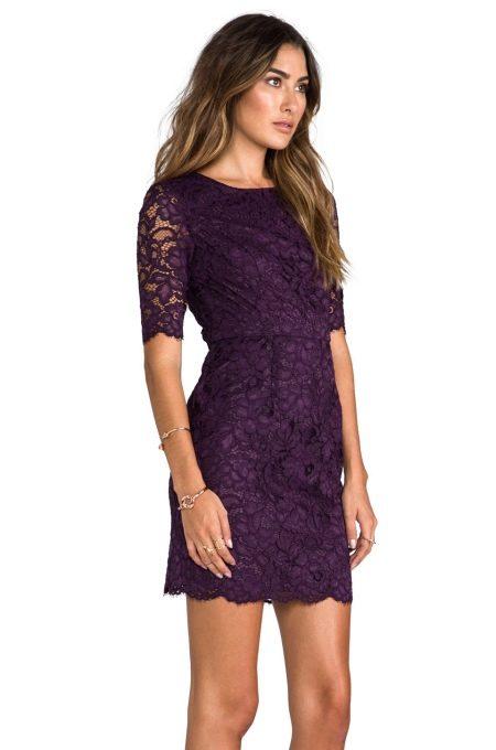 Кружевное фиолетовое платье