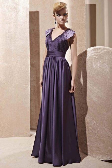 Фиолетовое платье цвета баклажан
