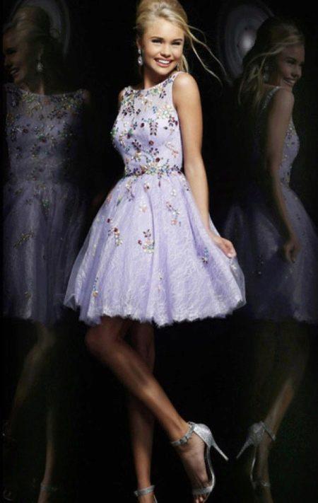 Короткое сиреневое вечернее платье А-силуэта