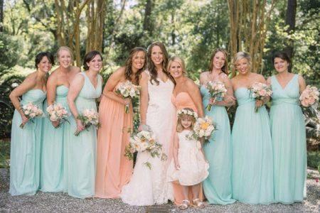 персиковые и мятные платья для подружек невесты