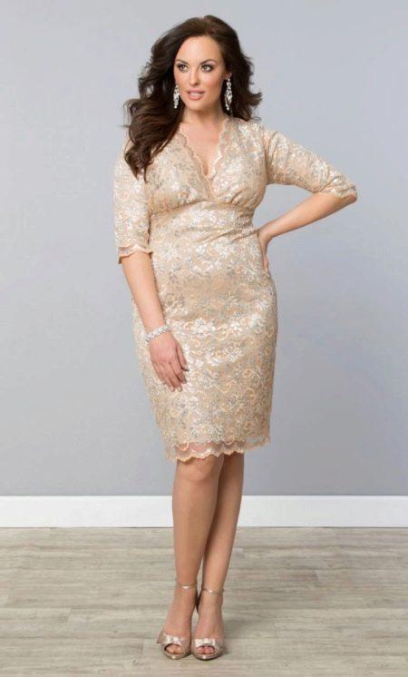 Короткое кружевное вечернее платье для полных