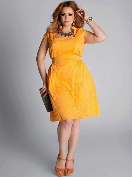 Желтое вечернее платье для полных