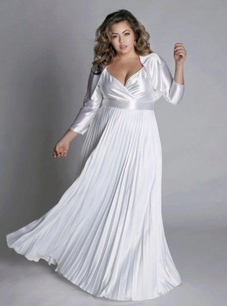 Вечернее платье для полных из атласа