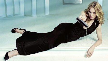 Черное платье для женщин 50 лет - Мадонна