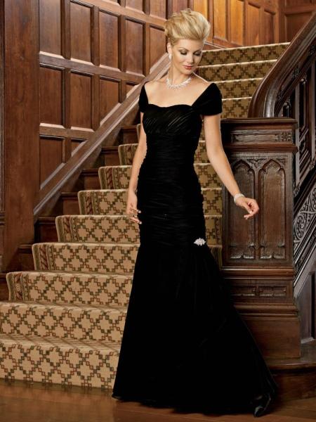Вечернее платье для женщин 50 лет с открытым декольте