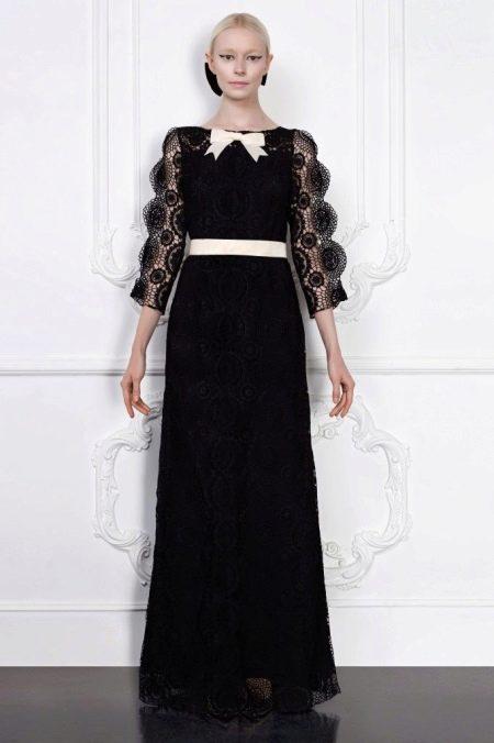 Вечернее платье с длинными рукавами