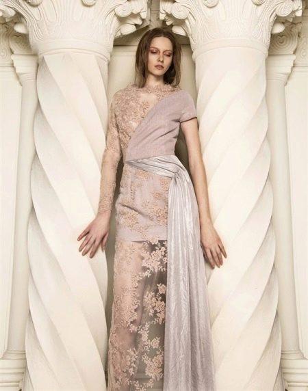Вечернее платье бежевое в бельевом стиле