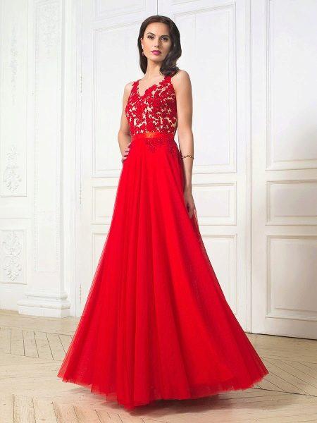 Платье вечернее с ажурной аппликацией