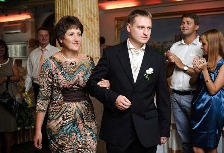 Вечернее платье для мамы жениха из натуральных тканей