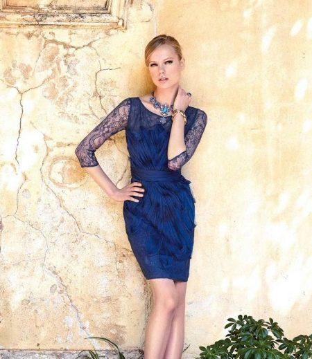 Короткое вечернее платье с рукавами синее