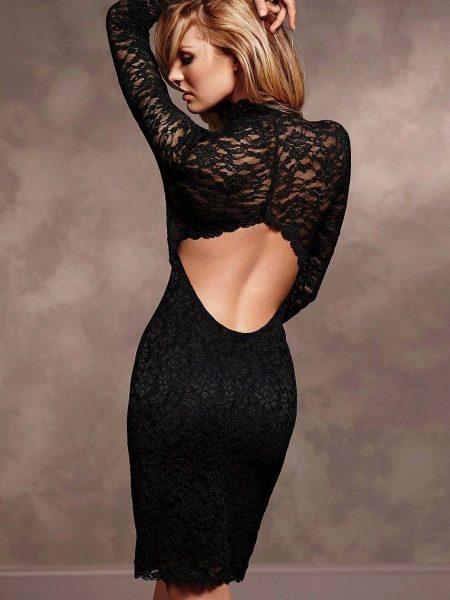 Вечернее платье с открытой спиной и рукавами