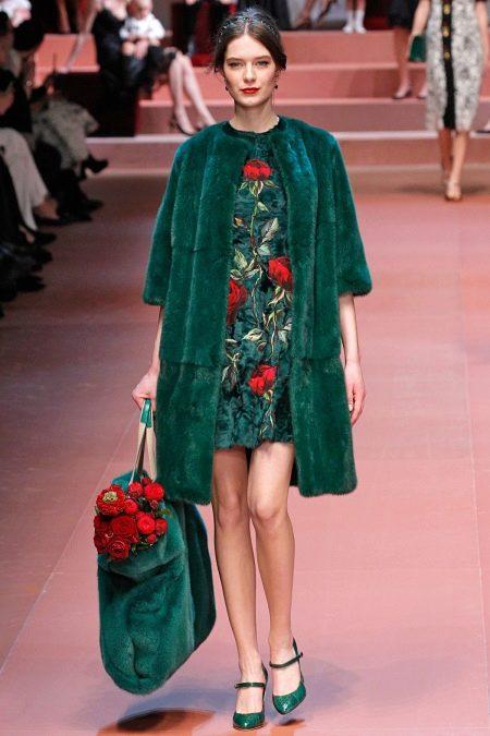 Вечернее зеленое платье от Дольче и Габбана