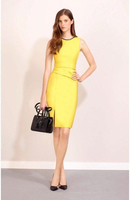 Вечернее желтое платье футляр