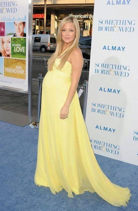 Желтое вечернее платье для беременных