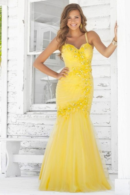 Желтое вечернее платье