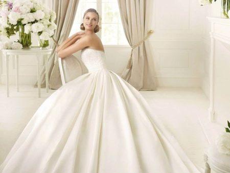 Свадебное платье из атласа пышное