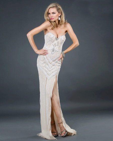 Вечернее платье с разрезом белое